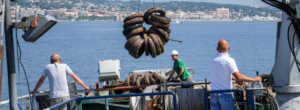 Coup d'envoi du retrait de 25.000 pneus du fond de la Méditerranée