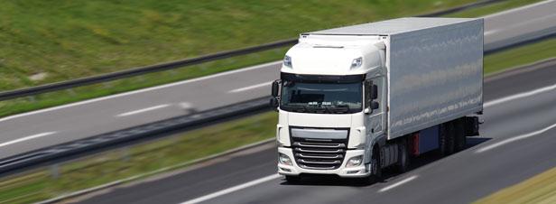 Les députés adoptent un mécanisme incitant à l'acquisition de camions moins polluants
