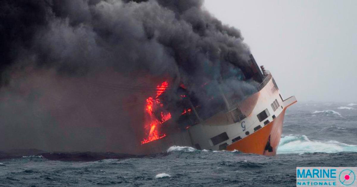 Faits divers: En feu, le navire