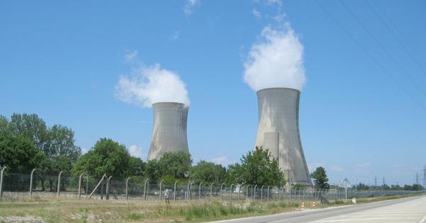 Nucléaire: quatre associations portent plainte contre Orano chargé de démanteler l'ex-usine de Pierrelatte