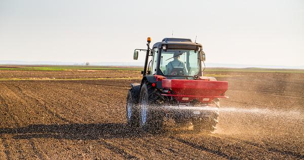 Climat: des chercheurs alertent sur l'impact croissant des engrais azotés et de l'épandage