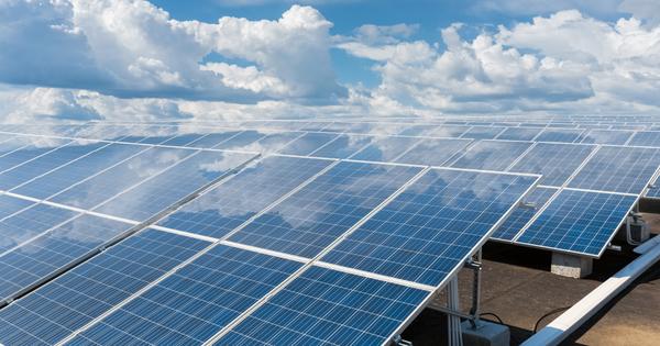 Photovoltaïque: députés et sénateurs opposés sur la révision des anciens tarifs d'achat
