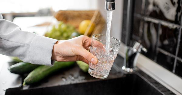 Pesticides et eau potable: une règlementation mieux respectée mais trop laxiste selon deux associations
