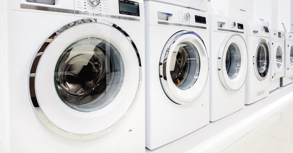 Les lave-linge devront limiter la dispersion de microfibres plastique d'ici 2025
