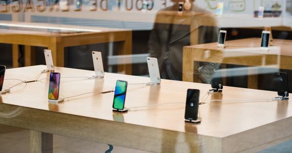 Obsolescence numérique: les pratiques de vente des téléphones passées au crible