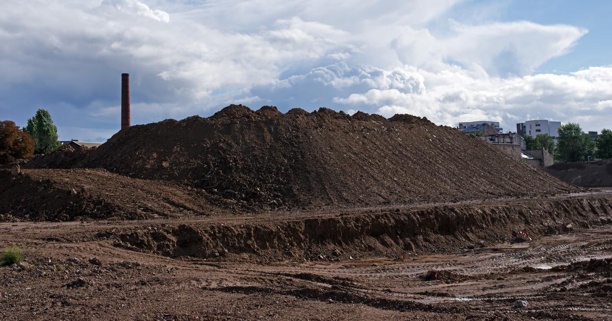 Emmanuel Macron pérennise le fonds de recyclage des friches