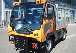 LADOG T1700, véhicule d'entretien multi-outil pour collectivités par HANTSCH