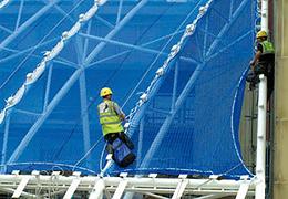 Filet de protection horizontal pour sécuriser les chantiers