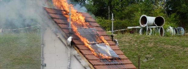 panneaux photovolta ques vers un encadrement du risque incendie. Black Bedroom Furniture Sets. Home Design Ideas