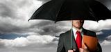 """Face au risque climatique, l'assureur AXA veut """"réinventer"""" son métier"""