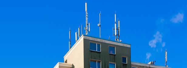 Exposition aux ondes électromagnétiques : les stratégies municipales de limitation remises en cause