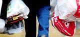 Sacs plastiques : le Parlement européen réduit de moitié leur utilisation d'ici 2017