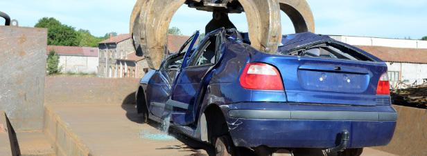"""VHU : une """"prime de retour"""" envisagée pour détourner les voitures en fin de vie des sites illégaux"""