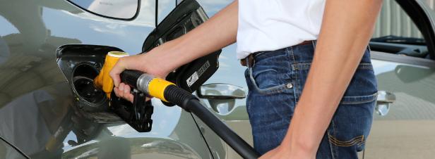 Le Premier ministre annonce un moratoire sur la hausse de la taxe sur les carburants
