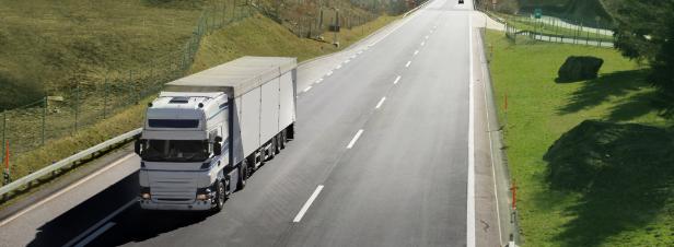 Loi mobilités: le financement des infrastructures butte sur le fantôme de l'écotaxe