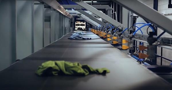 Textiles usagés: la filière compte sur le tri optique pour augmenter le recyclage