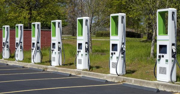 Les constructeurs automobiles doivent accentuer leurs efforts vers le tout électrique, selon T&E