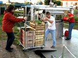 Des paniers de produits agricoles locaux livrés dans Paris par voie fluviale