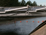 Des panneaux solaires sur le canal de Provence