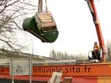 Inondations : les déchets des iliens du Val-de-Marne évacués par bateau