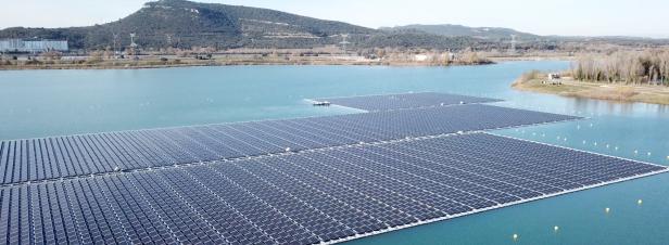 [VIDEO] La plus grande centrale photovoltaïque flottante d'Europe se construit dans le Vaucluse