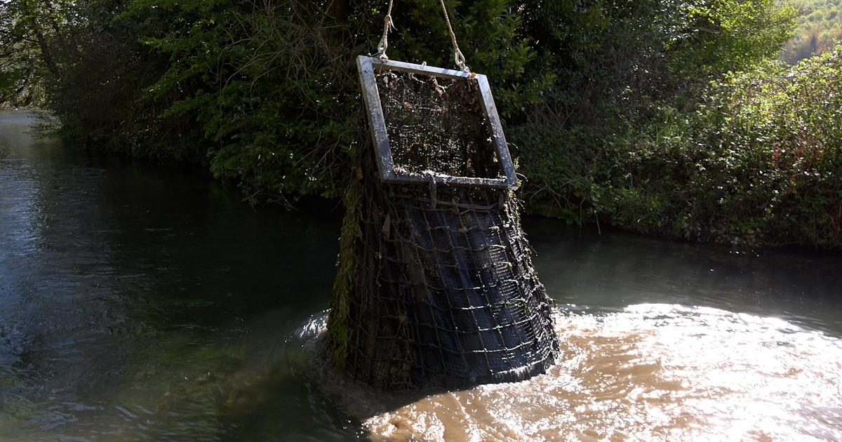 Des filets pour capter les déchets des réseaux d'eaux pluviales